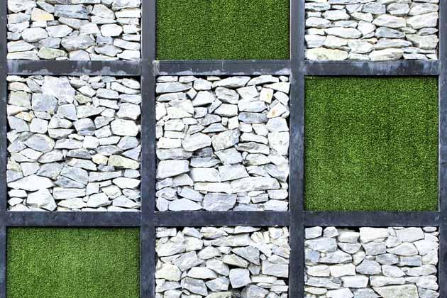 Entenda Veja como colocar grama sintética na parede