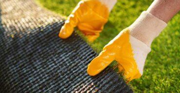 Manutenção da grama sintética em diversos ambientes.